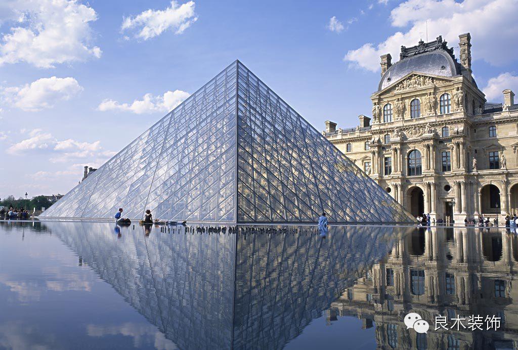 巴黎卢浮宫前的金字塔